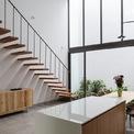 <p> Căn bếp thoáng đãng, ngập tràn ánh sáng tự nhiên. Nhìn chung, nội thất được thiết kế và bố trí theo phong cách tối giản, KTS cũng cho biết vật liệu trong ngôi nhà này đều dễ tìm, có giá cả phù hợp.</p>