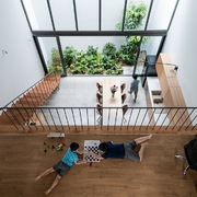 Ngôi nhà ruộng bậc thang, mẹ nấu ăn ở tầng 1 có thể nhìn thấy con ở tầng 3