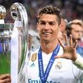 <p> Theo <em>Forbes</em>, Ronaldo kiếm được 650 triệu USD từ sân cỏ sau 17 năm thi đấu chuyên nghiệp và con số này dự kiến tăng lên 765 triệu USD, theo hợp đồng với Juventus kết thúc vào tháng 6/2022 của anh. (Ảnh: <em>Reuters</em>)</p>