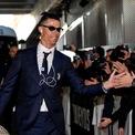 """<p> Ronaldo là vận động viên thứ ba, sau Michael Jordan and LeBron James ký hợp đồng trọn đời với Nike, giúp anh """"bỏ túi"""" 20 triệu USD mỗi năm. Các hợp đồng khác với Clear, Herbalife và Abbott… nâng tổng thu nhập từ quảng cáo của CR7 lên đến 45 triệu USD. Thu nhập năm 2020 của Ronaldo bao gồm mức lương 60 triệu USD, thấp hơn năm ngoái do ảnh hưởng của đại dịch Covid-19. (Ảnh: <em>Getty</em>)</p>"""