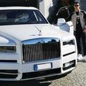 <p> Một trong những sở thích lớn nhất của Ronaldo là sưu tập siêu xe, trong đó có thể kể đến chiếc Lamborghini Aventador giá 300.000 USD. Ngoài ra bộ sưu tập của CR7 còn có Maserati, Bentley, Mercedes… Tháng 3/2019, cầu thủ này chi 360.000 USD để mua một chiếc SUV của Rolls Royce. (Ảnh: <em>Instagram</em>)</p>
