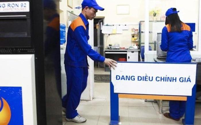Giá xăng tăng tiếp gần 1.000 đồng/lít