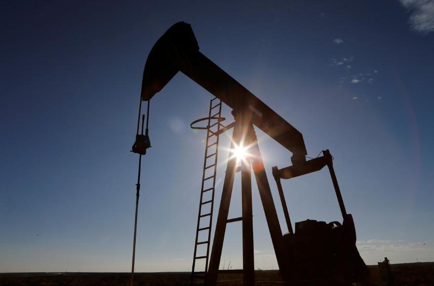 Tồn kho tại Mỹ lên kỷ lục, giá dầu giảm 8%