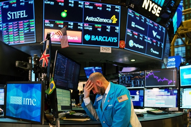 Phố Wall choáng váng khi đối mặt sự thật về kinh tế Mỹ