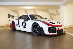 """Porsche 935 phiên bản """"Martini"""" 2020 đặc biệt được bán đấu giá triệu USD"""