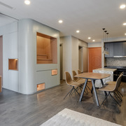 Căn hộ 78 m2 ở Hà Nội khác biệt với tủ âm tường