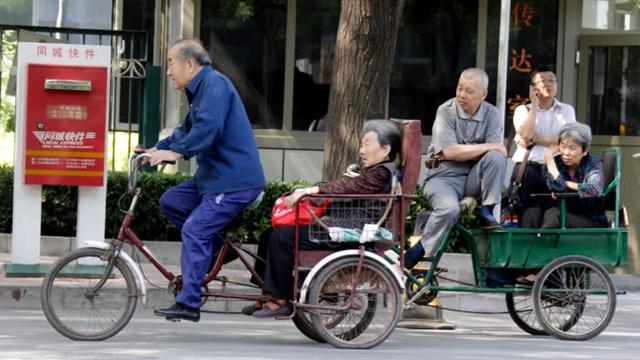Thương chiến với Mỹ bào mòn hệ thống an sinh xã hội Trung Quốc thế nào