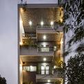 <p> Ngôi nhà nằm trong khu vực đông dân cư ở Bắc Ninh với diện tích 76 m2 (6,3m x 12m) và mặt tiền chính là phía bắc. Phần duy nhất lộ ra của ngôi nhà là mặt tiền đường phố và chiều dài chỉ 12m. Đây là một thách thức thực sự đối với đội ngũ thiết kế.</p>
