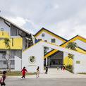 <p> Dạ Hợp là một trường mẫu giáo kết hợp tiểu học nằm ở tỉnh Hòa Bình. Thiết kế của ngôi trường hướng đến sự thân thiện, hài hòa với văn hóa, thiên nhiên và con người.</p>