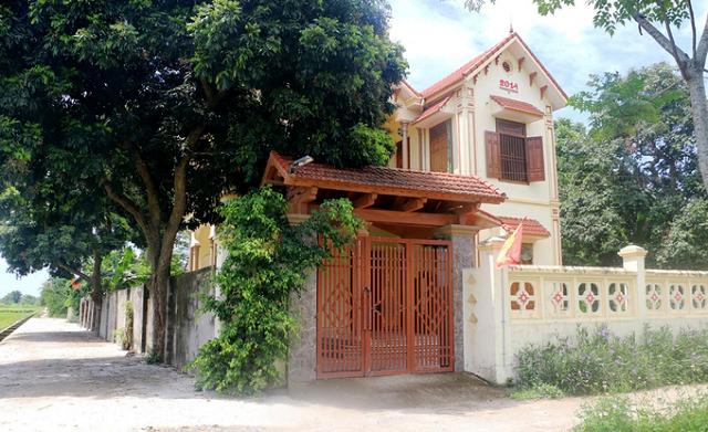 Một gia đình khá giả ở huyện Yên Định nhưng có tên trong danh sách hộ cận nghèo, nhận hỗ trợ. Ảnh: Lê Hoàng..