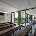 <p> Liên cũng là cô giáo dạy tiếng Nhật. Ngôi nhà dành một khoảng diện tích lớn để làm lớp học với thiết kế thoáng mát.</p>