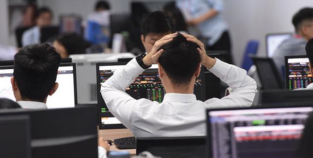Thị trường chứng khoán: Cổ phiếu nóng dễ gây bỏng tay
