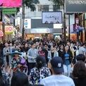 """<p> Ông Oliver Tong, chủ công ty dịch vụ bất động sản bán lẻ JLL Hong Kong, cho biết: """"Có lẽ bạn sẽ không bao giờ nghĩ tới chuyện một ngày nào đó tại đường Russell lại xuất hiện cửa hàng tiện lợi hoặc nhà hàng lẩu như hiện nay"""".</p>"""