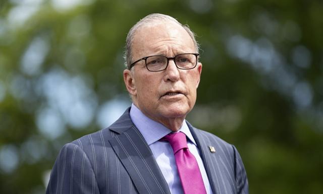Kudlow trả lời phỏng vấn ngoài Nhà Trắng hôm 15/6. Ảnh: Reuters.