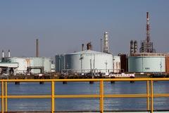 Tồn kho tại Mỹ dự báo giảm, giá dầu tăng