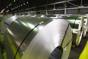 Bloomberg: Mỹ dọa tái áp thuế nhôm nếu Canada không hạn chế xuất khẩu