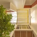 """<p class=""""Normal""""> Thiết kế ngôi nhà đơn giản nhưng đã giải quyết thành công vấn đề về khí hậu. Hệ thống mái đôi của ngôi nhà đã chứng minh được tính hiệu quả, mang đến cho gia đình sự thoải mái tuyệt vời trong những ngày hè.</p>"""