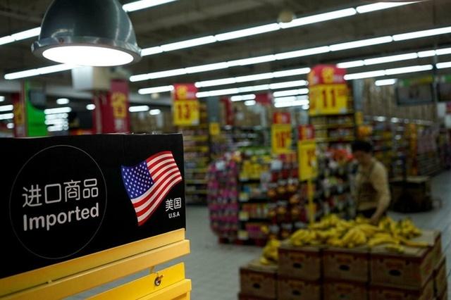 Hàng nhập khẩu của Mỹ trong một siêu thị ở Thượng Hải. Ảnh: Reuters