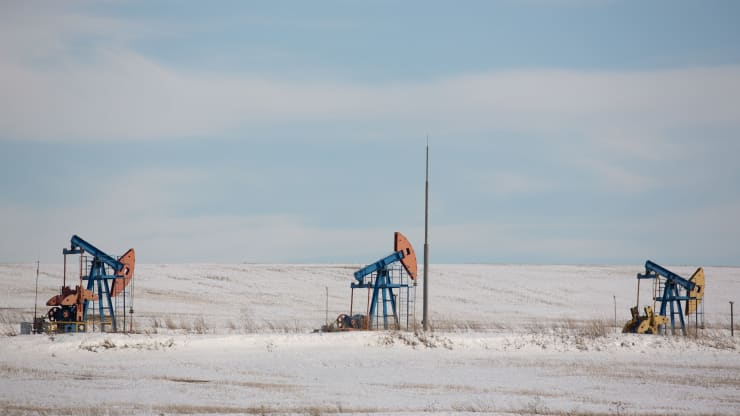 Tồn kho tại Mỹ lên đỉnh lịch sử mới, giá dầu 'bốc hơi' hơn 5%