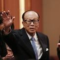 """<p class=""""Normal""""> <strong>9.<span> </span>Li Ka-shing: 26,9 tỷ USD</strong></p> <p class=""""Normal""""> Quốc gia/vùng lãnh thổ: Hong Kong (Trung Quốc)</p> <p class=""""Normal""""> Li Ka-shing là một trong những doanh nhân có nhiều ảnh hưởng nhất tại châu Á. Ông là người giàu nhất Hong Kong trên bảng xếp hạng của Forbes từ 2008 đến 2019. Tháng 5/2018, ông rời vị trí chủ tịch của CK Hutchison và CK Asset Holdings, nhường lại đế chế kinh doanh cho con trai cả Victor Li. (Ảnh: <em>Bloomberg</em>)</p>"""