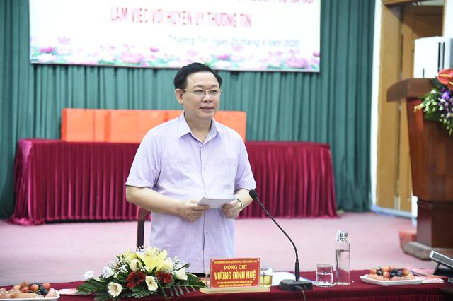 Bí thư Thành ủy Hà Nội Vương Đình Huệ làm việc với Huyện ủy Thường Tín. Ảnh: VGP