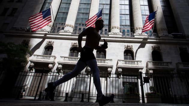 Phố Wall đối mặt nguy cơ bán tháo hàng tỷ USD