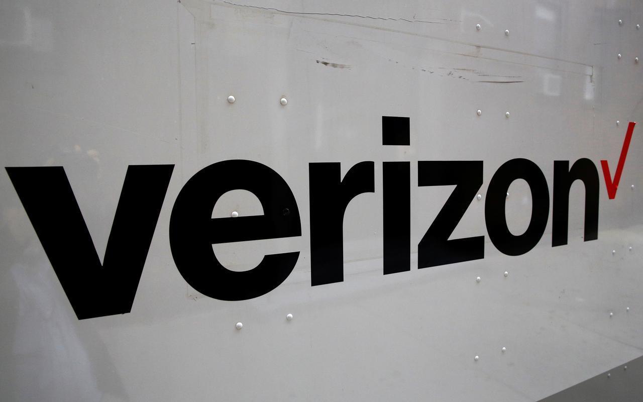 Verizon rút quảng cáo khỏi Facebook