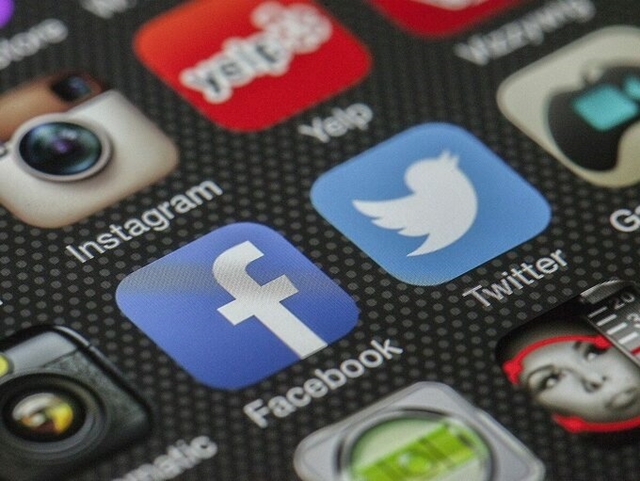 Facebook, Twitter lao đao vì bị tẩy chay