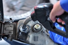Giá xăng tăng lần thứ 4 liên tiếp, gần 900 đồng/lít