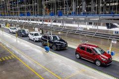 Giảm 50% phí trước bạ ôtô sản xuất trong nước từ hôm nay