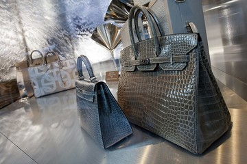 Đường dây làm giả túi Hermès Birkin: Một đối tượng thường trú tại Việt Nam