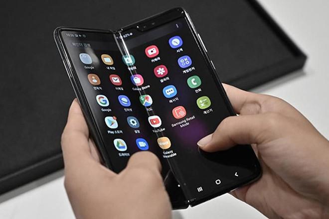Samsung Galaxy Fold Lite ra mắt năm sau, giá 900 USD