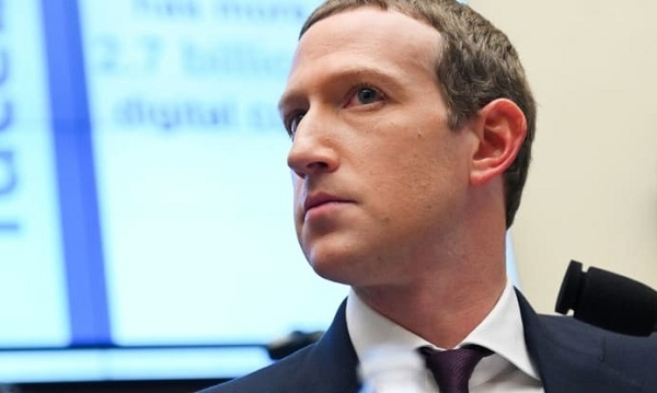 Mark Zuckerberg cuối cùng cũng phải nhượng bộ