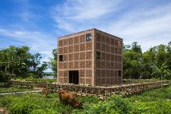 Xưởng đất nung bên sông Thu Bồn lên báo ngoại nhờ kiến trúc độc lạ