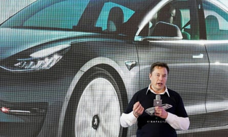 Vừa bị kêu gọi từ chức, Elon Musk được Tesla trả 1 triệu USD bảo hiểm