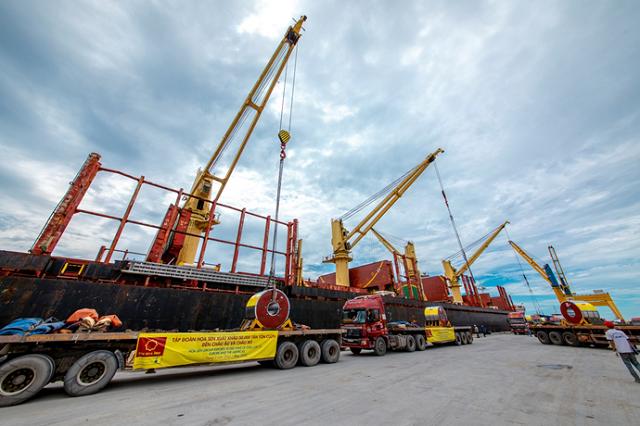 Hoa Sen xuất khẩu lô hàng 50.000 tấn tôn vào châu Âu và châu Mỹ