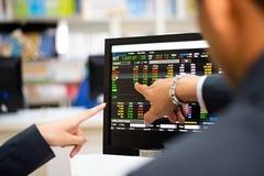 Thanh khoản tiếp tục giảm, VN-Index rung lắc cuối phiên