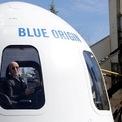 """<p> Thời còn đi học, Bezos từng nói với các giáo viên của mình rằng """"tương lai của loài người không phải trên hành tinh này"""". Khi còn nhỏ, ông muốn trở thành một doanh nhân trong lĩnh vực không gian vũ trụ. Và điều đó giờ đây trở thành hiện thực khi Bezos sở hữu công ty thám hiểm không gian Blue Origin. (Ảnh: <em>Reuters</em>)</p>"""