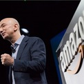 <p> Năm 1994, Bezos đọc được thông tin các trang web đã tăng trưởng 2.300% trong một năm. Con số này khiến ông bất ngờ và quyết tâm tìm cách tận dụng sự tăng trưởng nhanh chóng của nó. Ông lập danh sách 20 sản phẩm có thể bán trực tuyến và quyết định sách là lựa chọn tốt nhất. (Ảnh: <em>Getty Images</em>)</p>