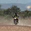 <p> Một người dân đang cố lái xe qua đám châu chấu đang phủ kín ngôi làng Lorengippi gần thị trấn Lodwar, hạt Turkana, Kenya vào ngày 2/7. Nạn châu chấu bắt đầu hoành hành ở đông châu Phi và khu vực Biển Đỏ từ cuối năm 2019, gây thiệt hại nặng nề tới mùa màng cũng như cuộc sống của người dân. Ảnh: <em>Reuters</em>.</p>
