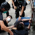 """<p> Một số người dân ở Hong Kong bị cảnh sát áp chế trong một buổi biểu tình ngày 1/7 nhằm chống lại luật an ninh mới mà Trung Quốc vừa thông qua. Sau khi được chính phủ Trung Quốc thông qua, """"Luật bảo vệ an ninh quốc gia tại Đặc khu hành chính Hong Kong"""" chính thức có hiệu lực từ ngày 1/7. Với luật mới này, đã có hơn 300 người tại Hong Kong bị bắt giữ. Ảnh: <em>Reuters</em>.</p>"""