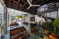 Quán cà phê như ốc đảo giữa TP Đà Nẵng
