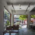 <p> Ở tầng trệt, quán cà phê tạo ra bầu không khí sôi động sẽ tạo ấn tượng tốt đầu tiên.</p>