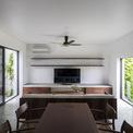 <p> Khoảng không gian lấy ánh sáng trong nhà được thiết kế hợp lý, khoa học khiến vào bất cứ thời điểm nào trong ngày, căn nhà cũng thoáng đãng, sáng sủa.</p>