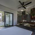<p> Mọi căn phòng trong nhà đều có thể đón nhận ánh sáng tự nhiên dù khu đất xây nhà nằm trong đô thị sầm uất.</p>