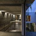 <p> Ngoài ra, căn nhà sử dụng hệ thống nước nóng từ năng lượng mặt trời. Thiết kế này nhằm mục đích giúp tòa nhà có thể tự sản xuất thực phẩm xanh và để giảm thiểu tiêu thụ năng lượng.</p>