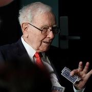 Warren Buffett có thương vụ tỷ USD đầu tiên sau khi Covid-19 bùng phát