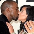 <p> Nghệ sĩ hip-hop này rất chịu chi cho vợ con. Kardashian có một chiếc túi Hermes Birkin được cho là món quà từ người chồng nổi tiếng. Nhẫn đính hôn kim cương của cặp đôi Kardashian West, ước tính trị giá 4,5 triệu USD, là một trong những cặp nhẫn đính hôn đắt đỏ nhất hành tinh. Tháng 8/2018, West mua tặng vợ một chiếc xe tải Mercedes màu neon được tiết lộ có giá 240.000 USD. Giáng sinh cùng năm, anh mua tặng Kardashian một căn hộ ở Miami trị giá 14 triệu USD. (Ảnh: Getty Images)</p>