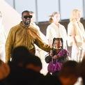 """<p class=""""Normal""""> Giáng sinh năm 2014, West đã chi 74.000 USD để tặng quà cho con gái đầu lòng, North – khi đó mới 18 tháng tuổi. Món quà bao gồm một vương miện nạm kim cương trị giá 62.000 USD và mô hình chiếc SUV màu đen của anh giá 12.000 USD. (Ảnh: <em>Getty Images</em>)</p>"""