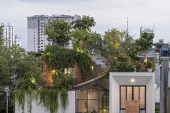 Công viên trên sân thượng của ngôi nhà tại TP HCM